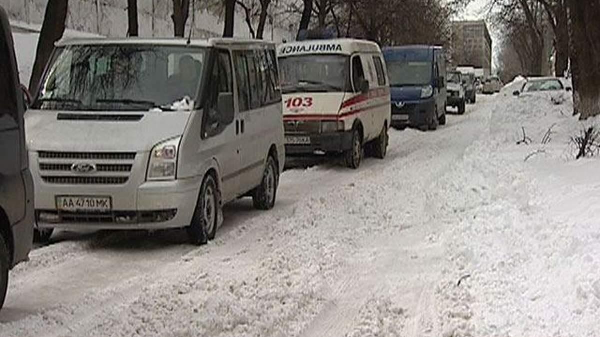 """Киевские """"скорые"""" стоят в пробках"""