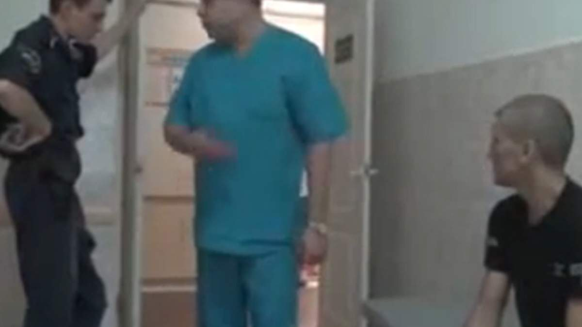 В Донецкой области врачи отказались перевязывать арестанта