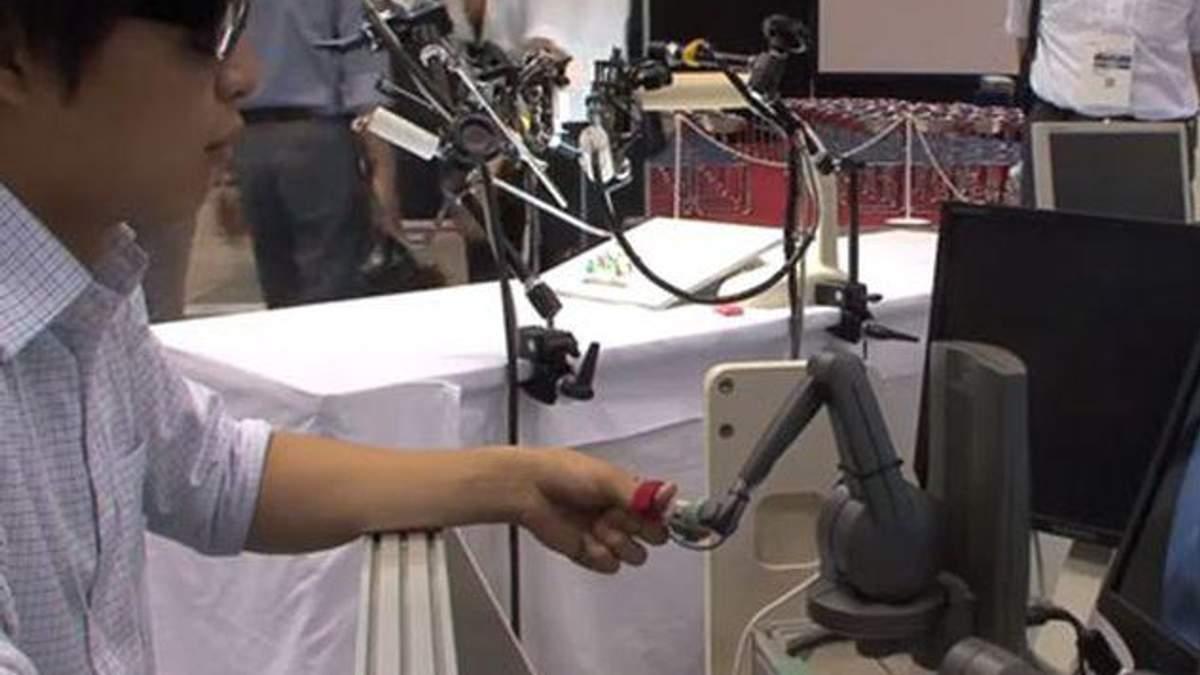 Японський робот-хірург успішно провів операцію