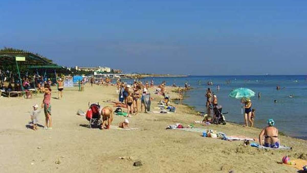 На пляжі у Севастополі отруїлися близько 400 людей