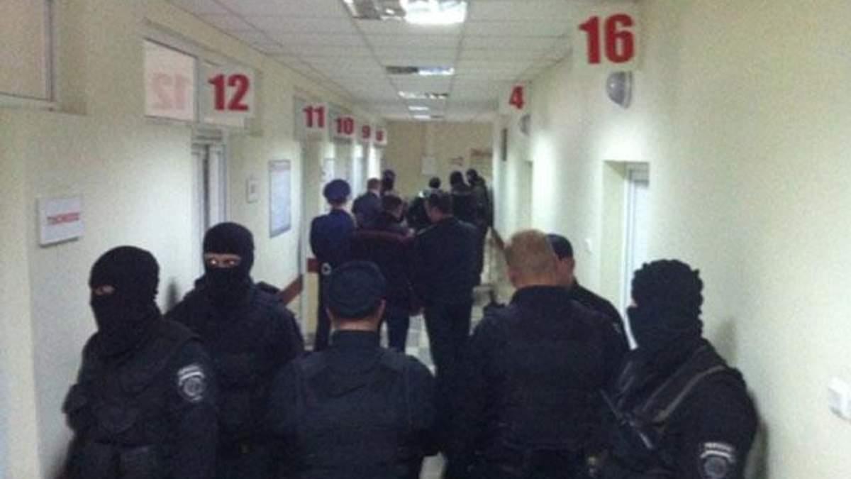 Міліція з автоматами забирає потерпілих з лікарні, - активісти