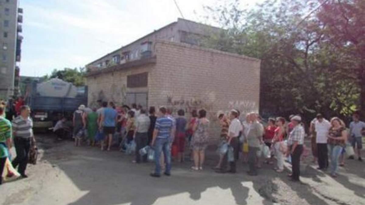 В Донецкой области угроза эпидемий из-за отсутствия воды и стихийных захоронений террористов