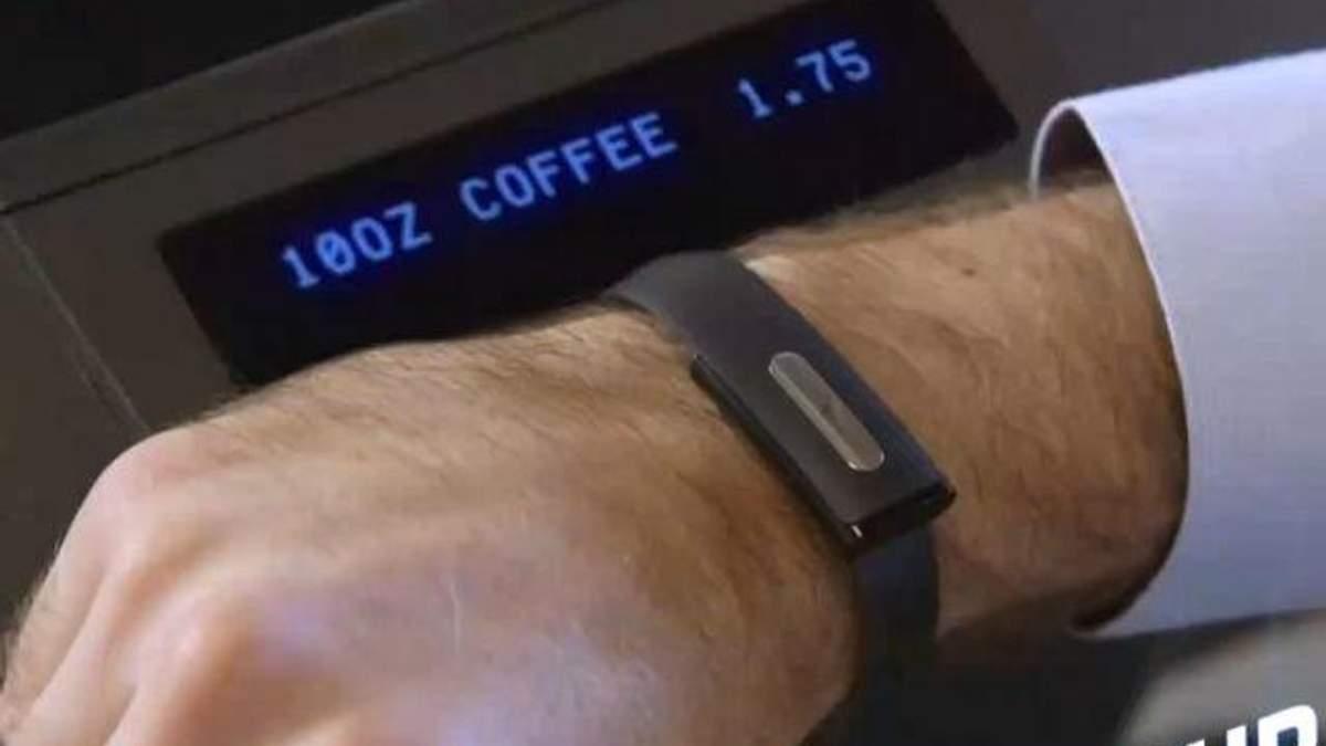 Компанія Bionym розробила браслет для зняття електрокардіограми