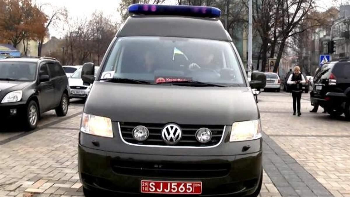 Волонтери передали на фронт відремонтований шведський реанімобіль