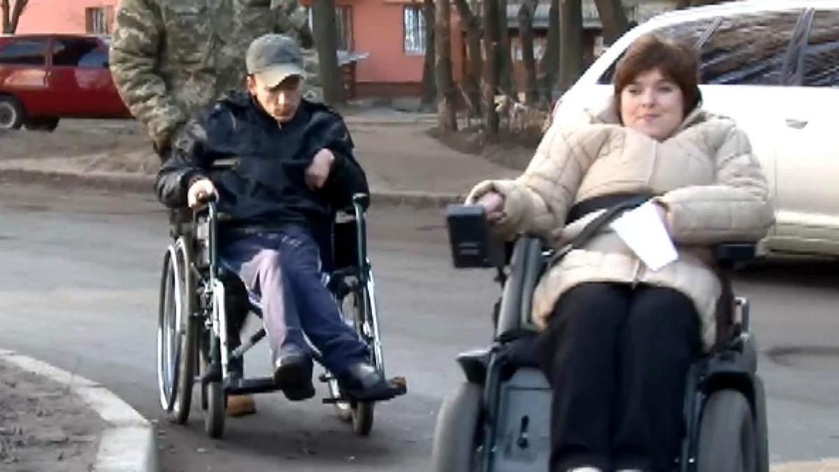 Як інваліди на візках щодня долають перешкоди