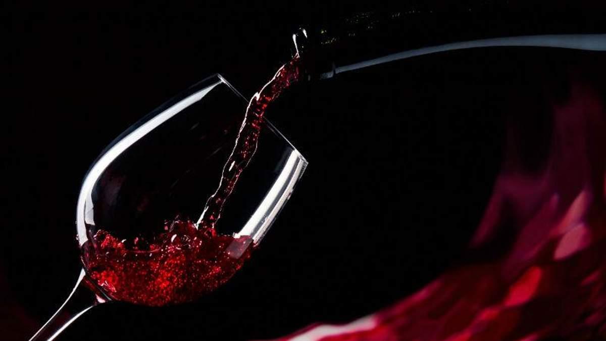 Вчені прирівняли келих вина до тренування у спортзалі