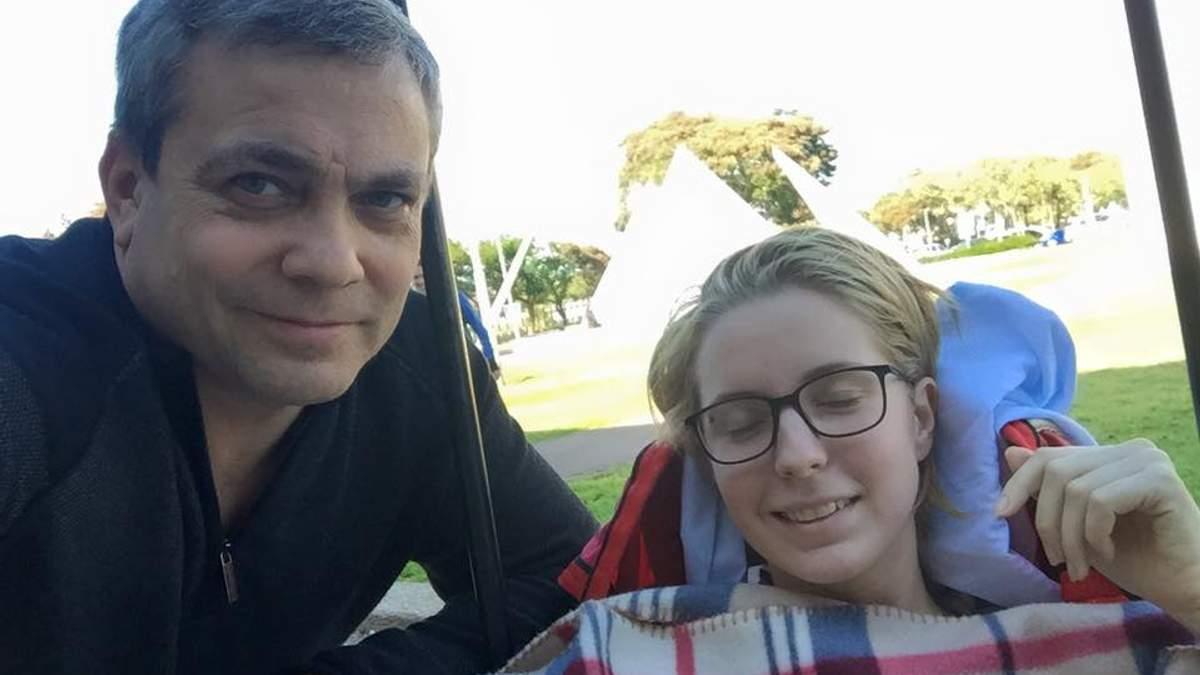 Волонтер Яна Зинкевич после операции впервые вышла на прогулку