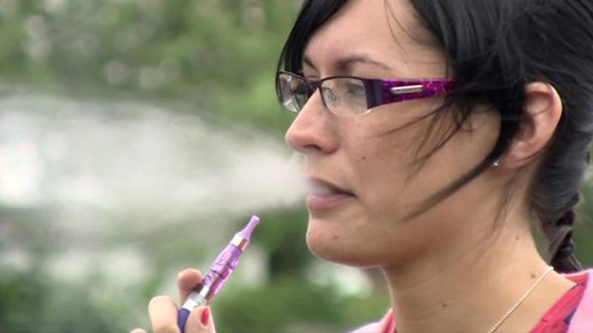 Українські вчені готові власноруч перевірити альтернативні цигарки