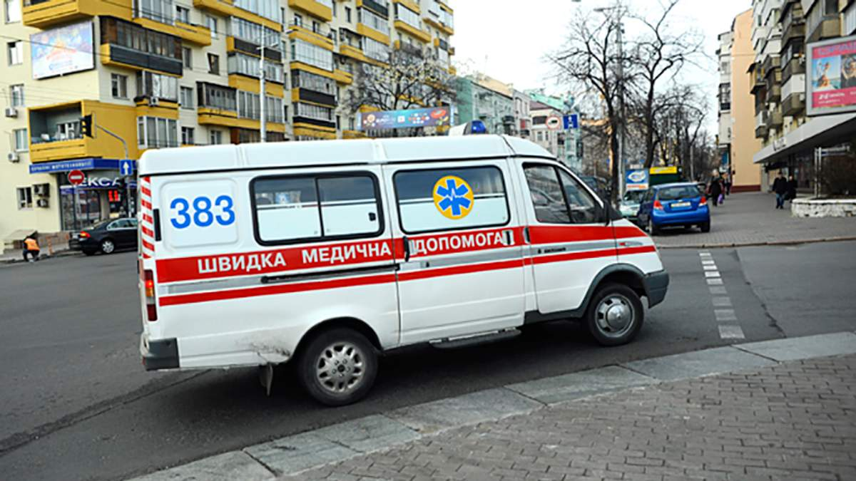"""Маму з малолітньою донькою збила автівка на """"зебрі"""" в Одесі"""