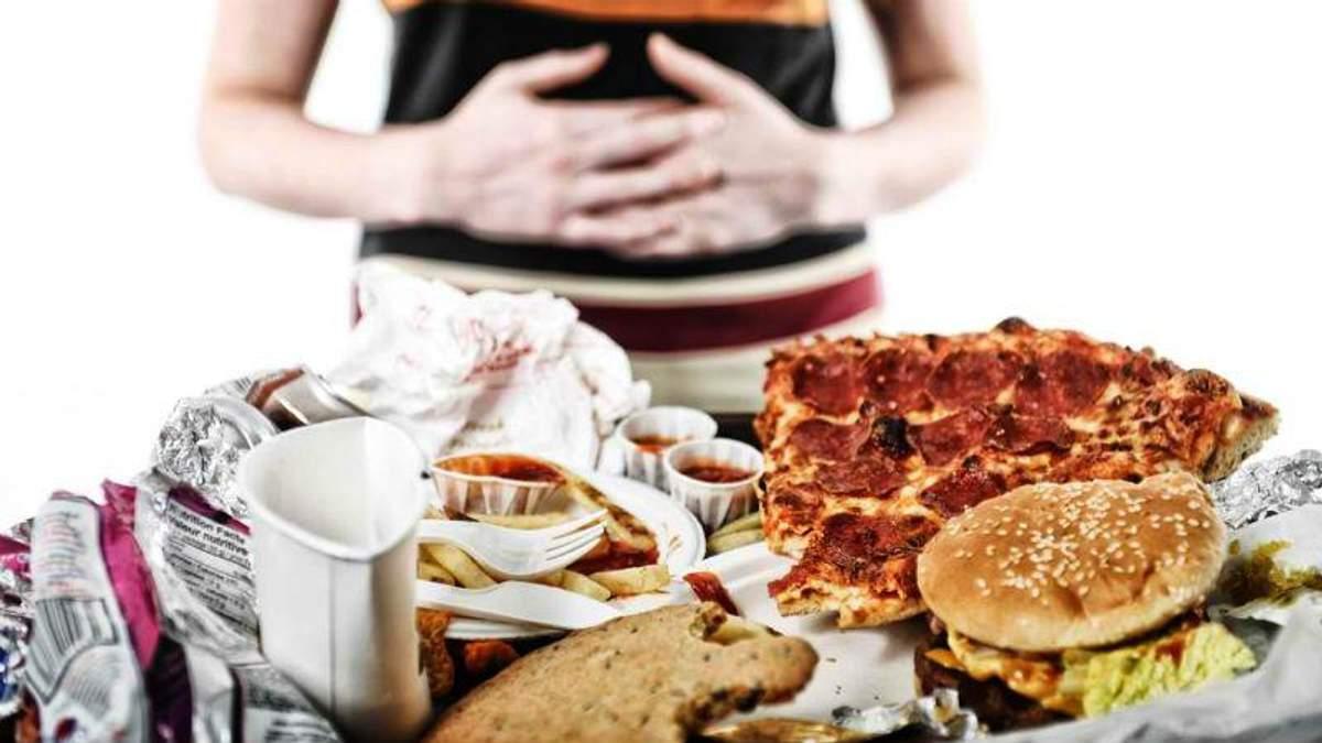Простые упражнения, которые помогут справиться с перееданием