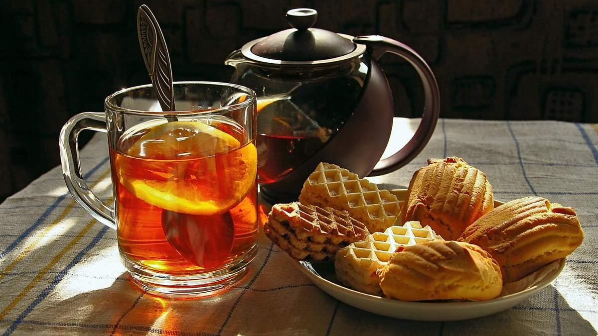 З чим не можна пити чай: список продуктів