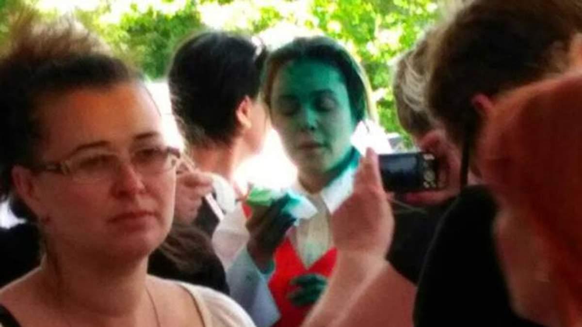 З'явилось відео, як Королевську облили зеленкою в Одесі