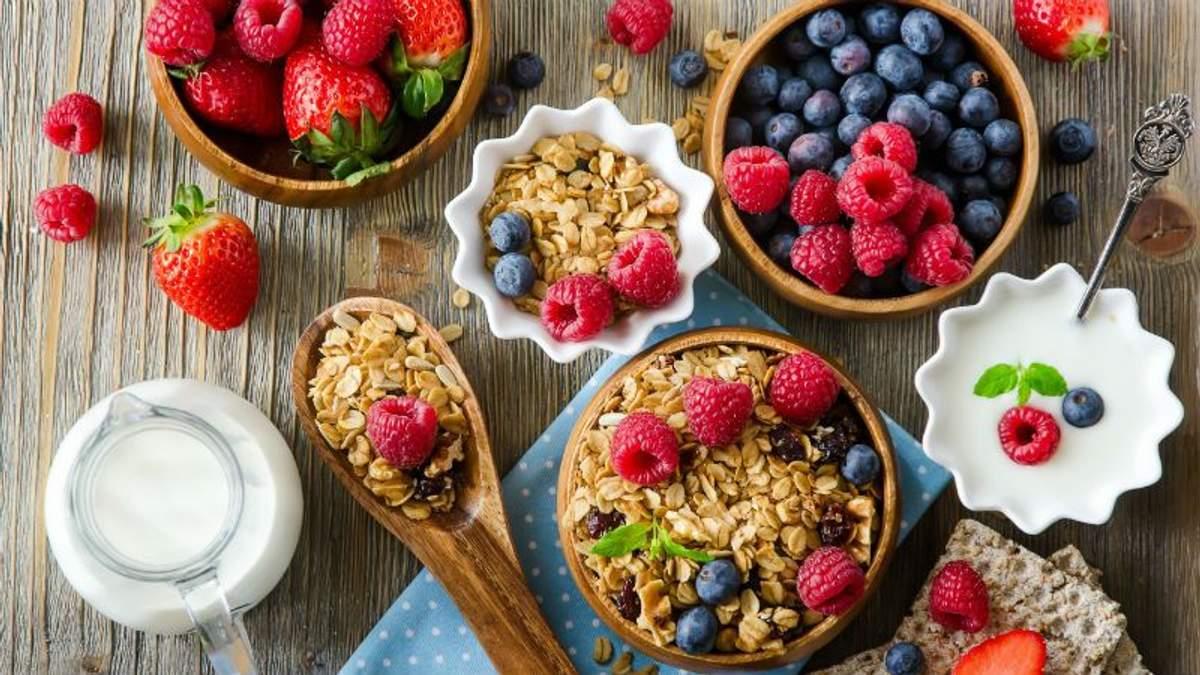 Вкусно и полезно: диетологи назвали идеальной летний завтрак