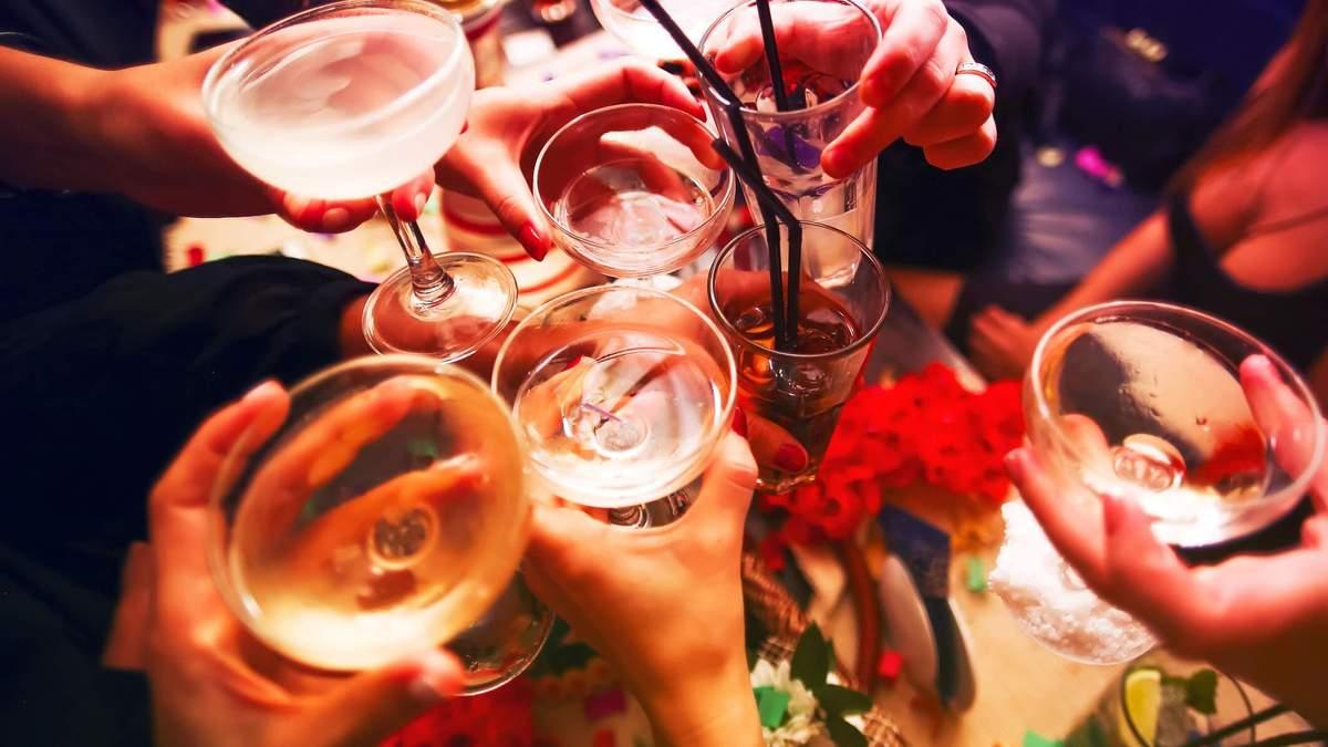 5 полезных советов, как употреблять алкоголь на вечеринках и легче перенести похмелье