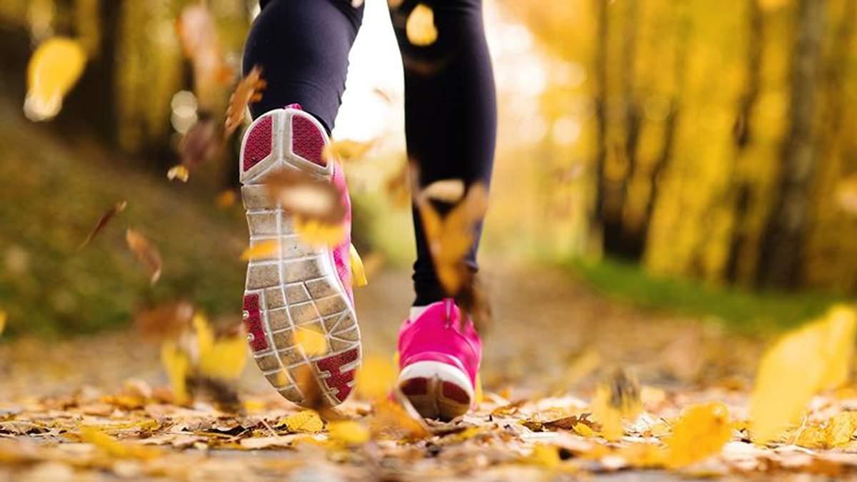 Как правильно бегать осенью: полезные советы