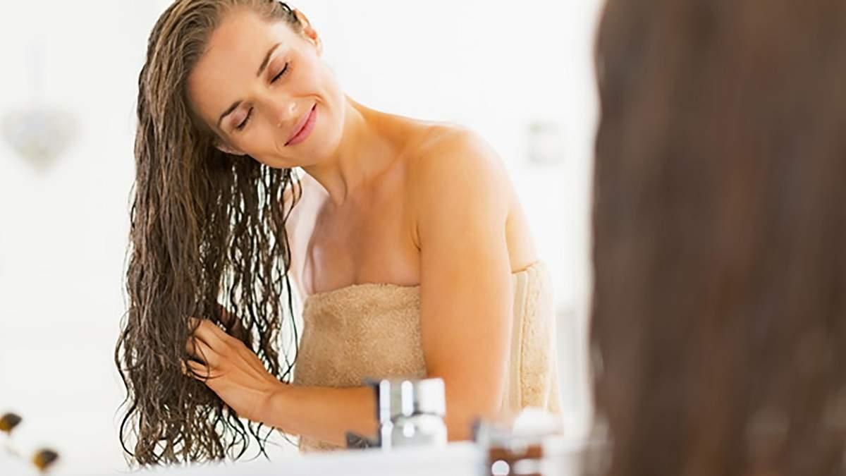 Як помити голову без шампуню: 3 неочікуваних способи