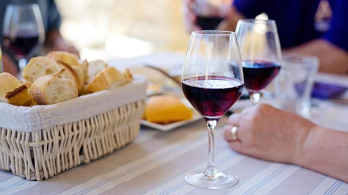 5 цікавих фактів, чому варто регулярно пити червоне вино