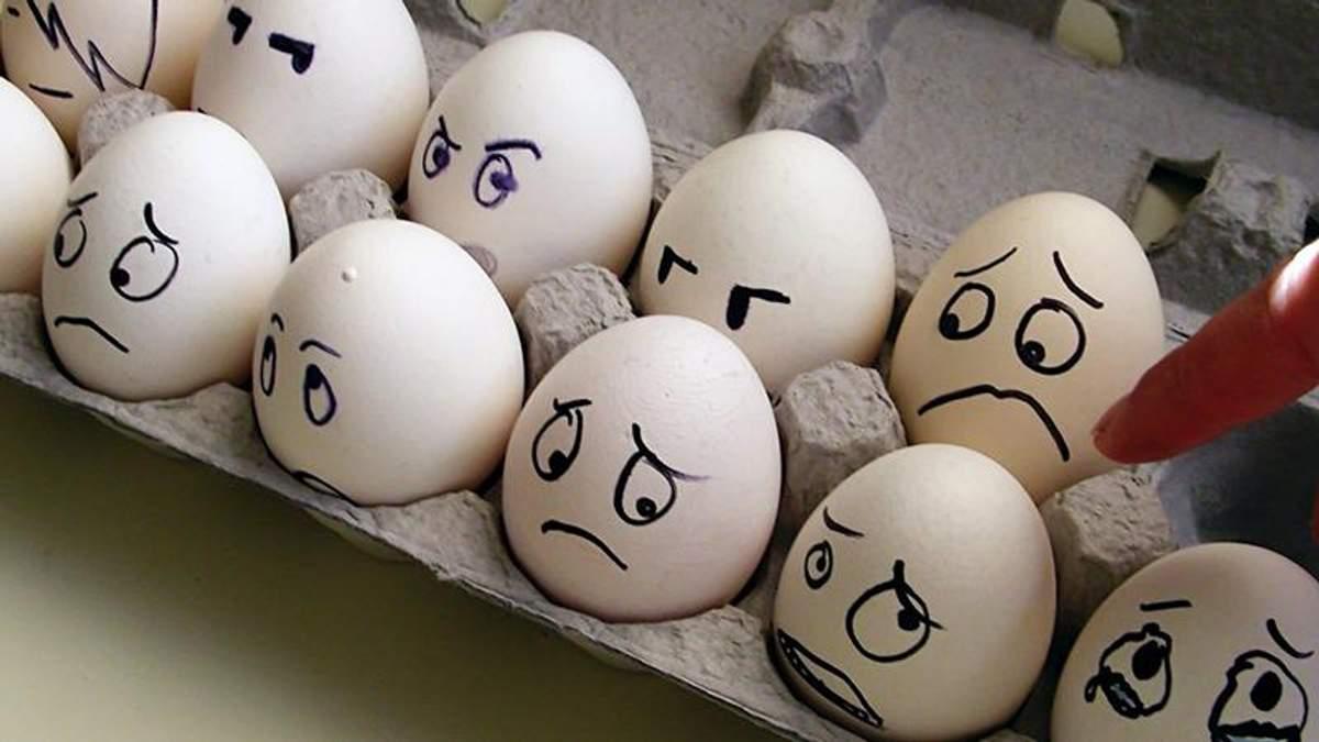 Чому не можна зберігати яйця на бічних дверцятах холодильника: ви будете здивовані