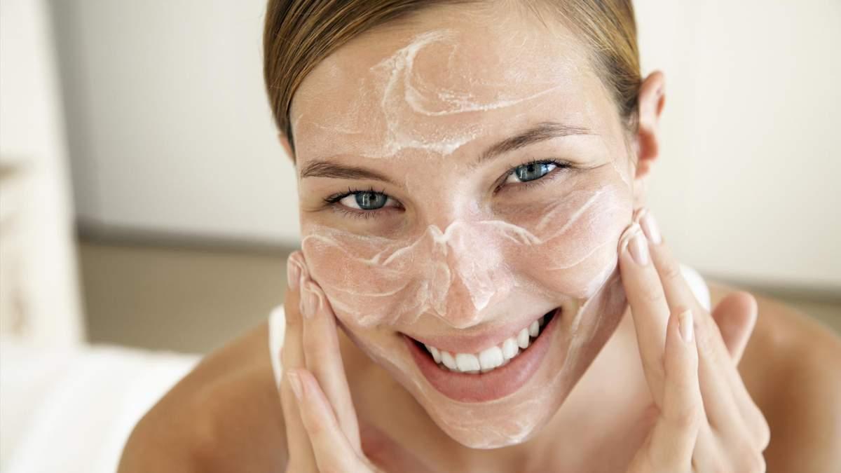 Три эффективных скрабы от черных точек на лице