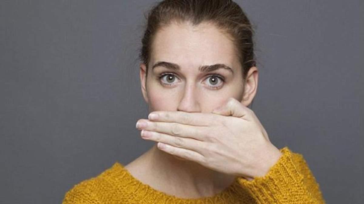 Откуда берется неприятный запах изо рта
