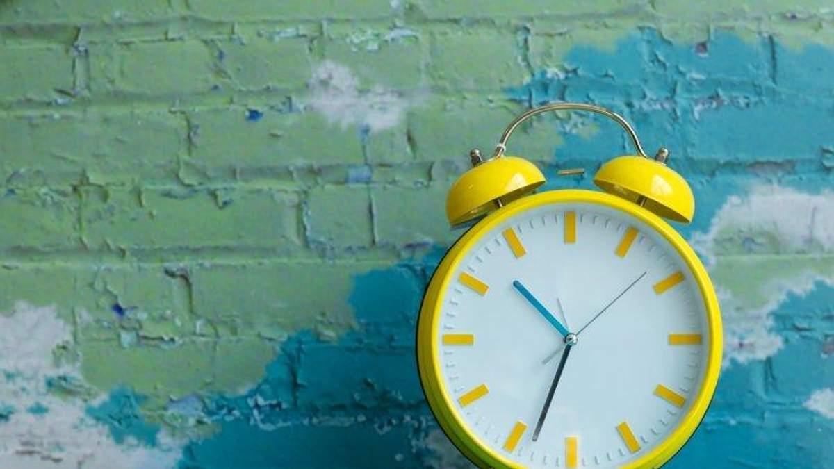 Переход на летнее время состоялся: в Украине перевели часы на час вперед