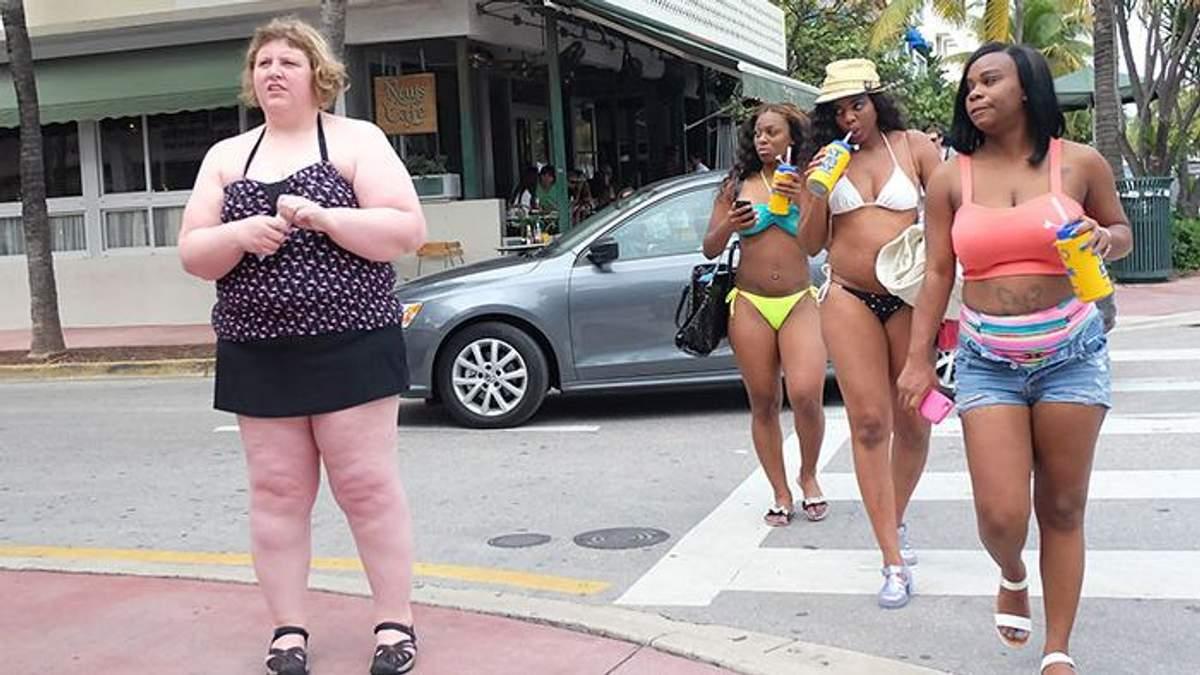 Фотограф показала, как прохожие презирают ее за лишний вес: фото