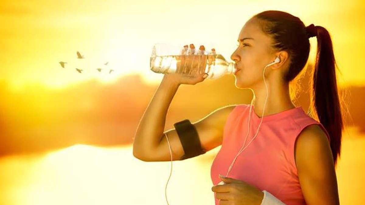 Що потрібно пити до і після тренування: поради дієтолога