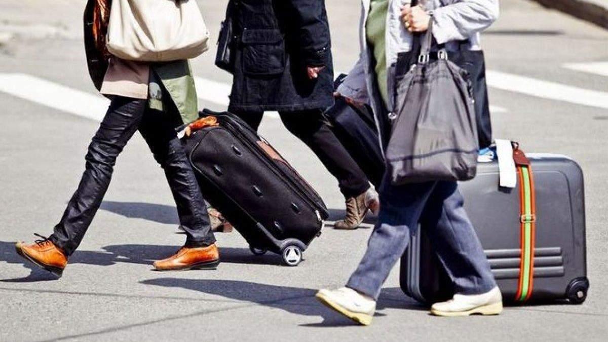 Українці, що працюють за кордоном, ризикують здоров'ям, – Інститут демографії