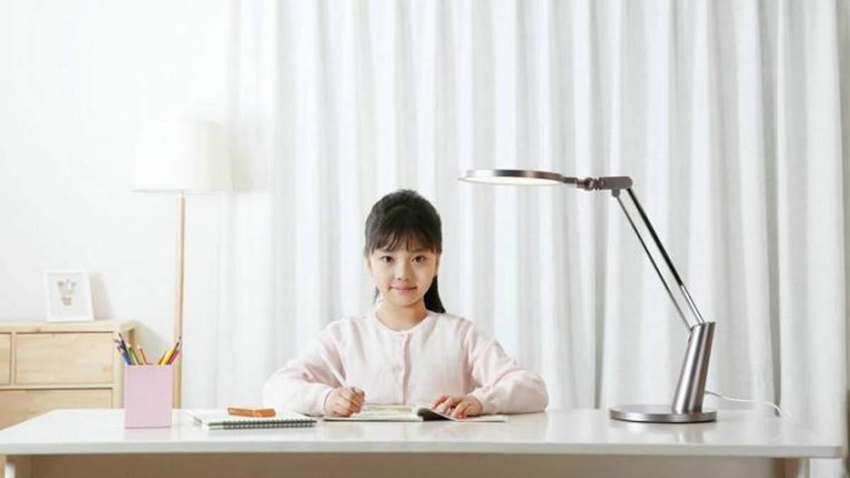 Xiaomi представляет настольную лампу, которая защитит глаза от синего света