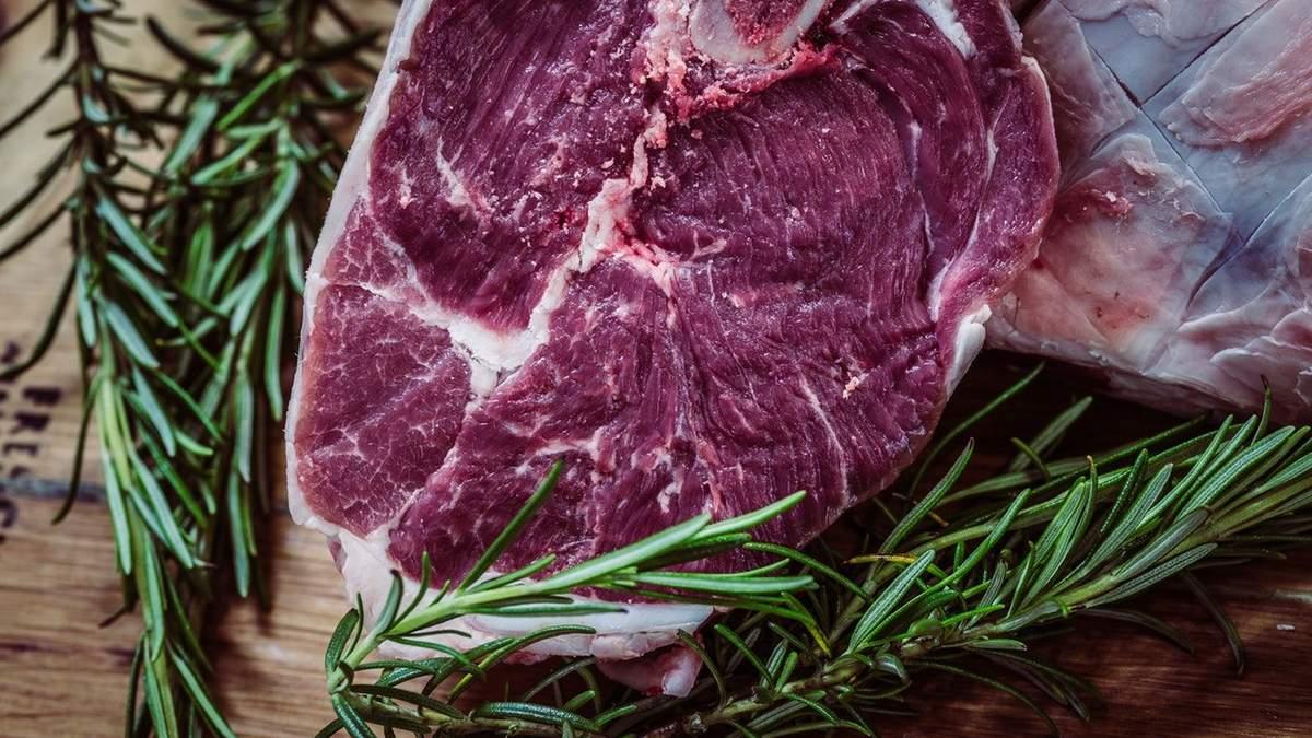 Мясо в Украине от больших производителей является очень опасным для организма