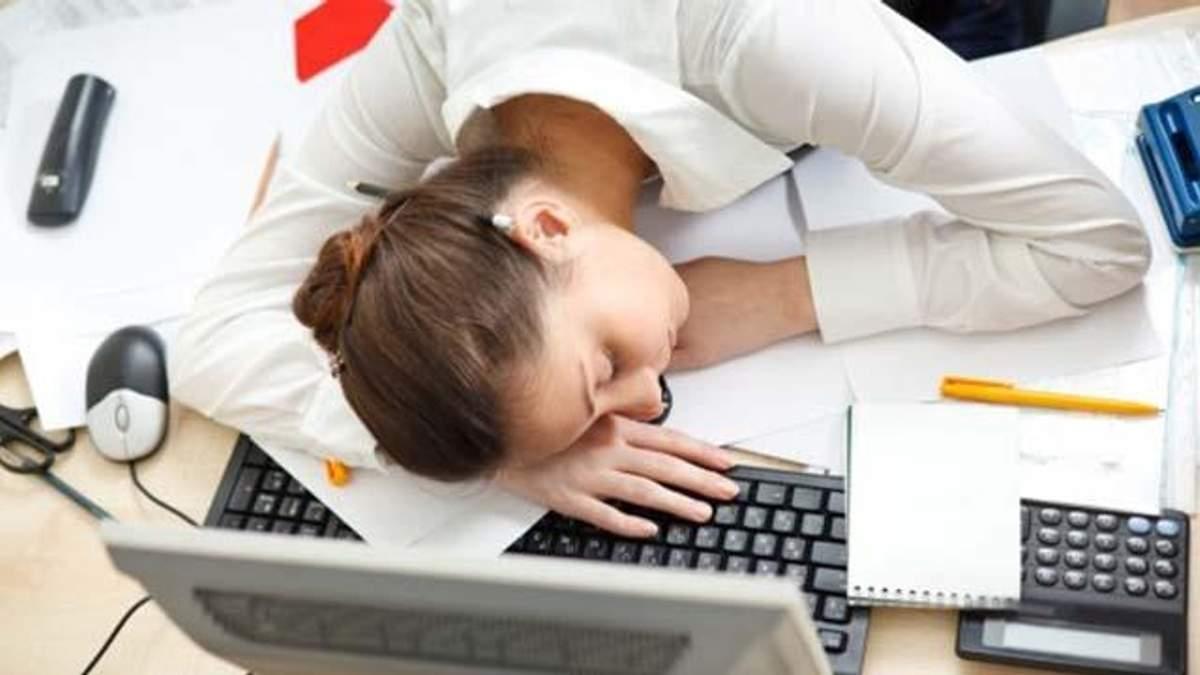 Що робити, коли на роботі хилить до сну