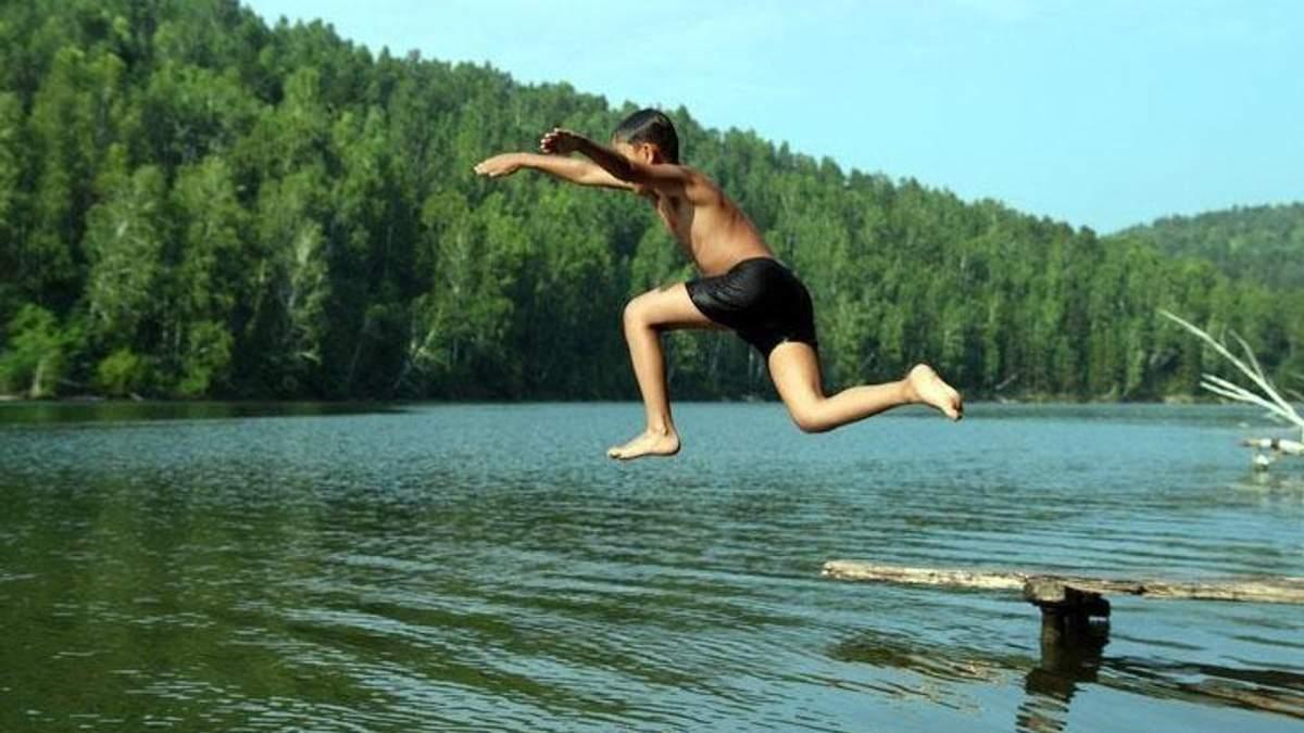 Скільки днів не можна купатися в озерах після сильних злив: відповідь експерта