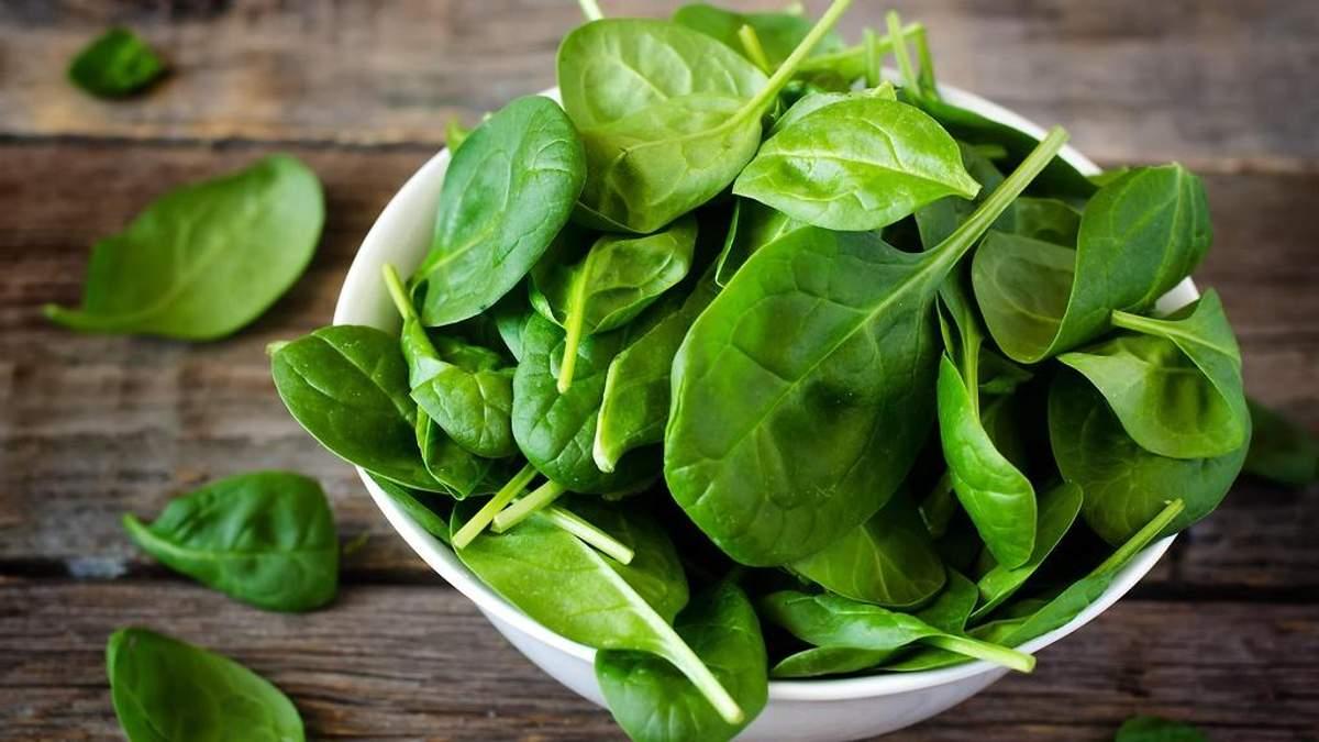 Які вітаміни в шпинаті і чому він корисний