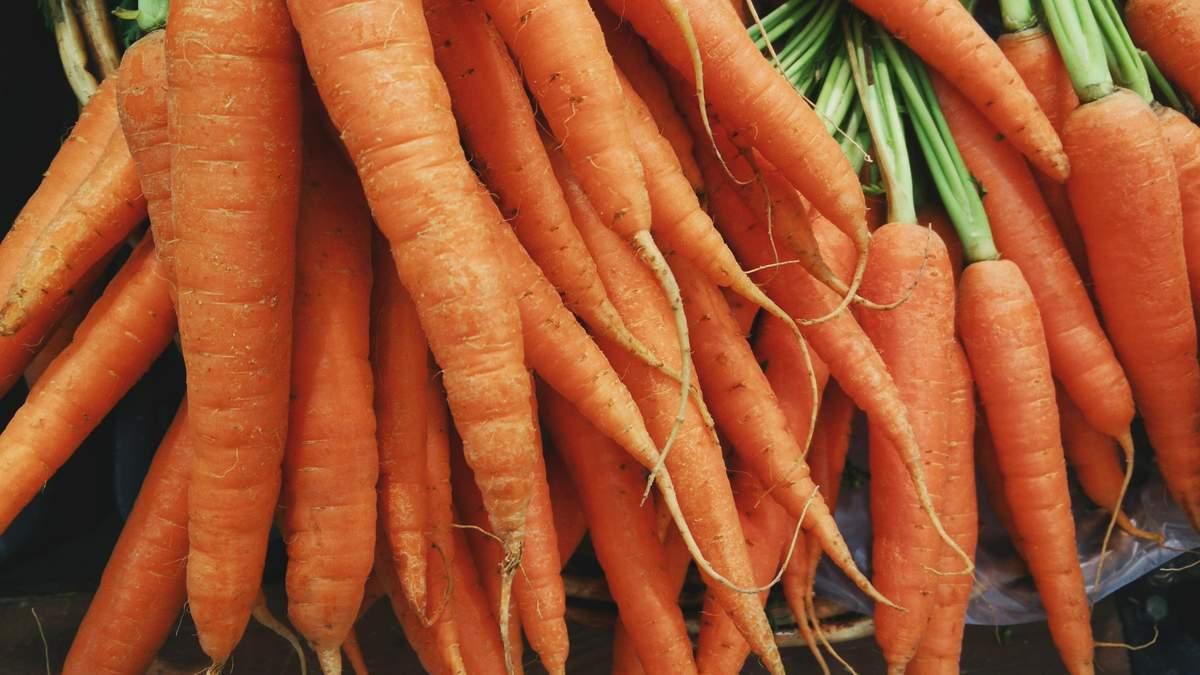 Чому не можна їсти сиру ранню моркву: пояснення експерта