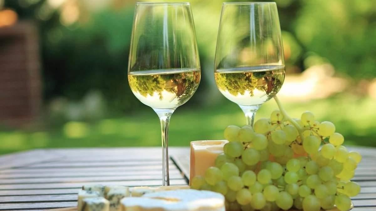 Ученые назвали популярный алкогольный напиток, который делает женщин счастливыми