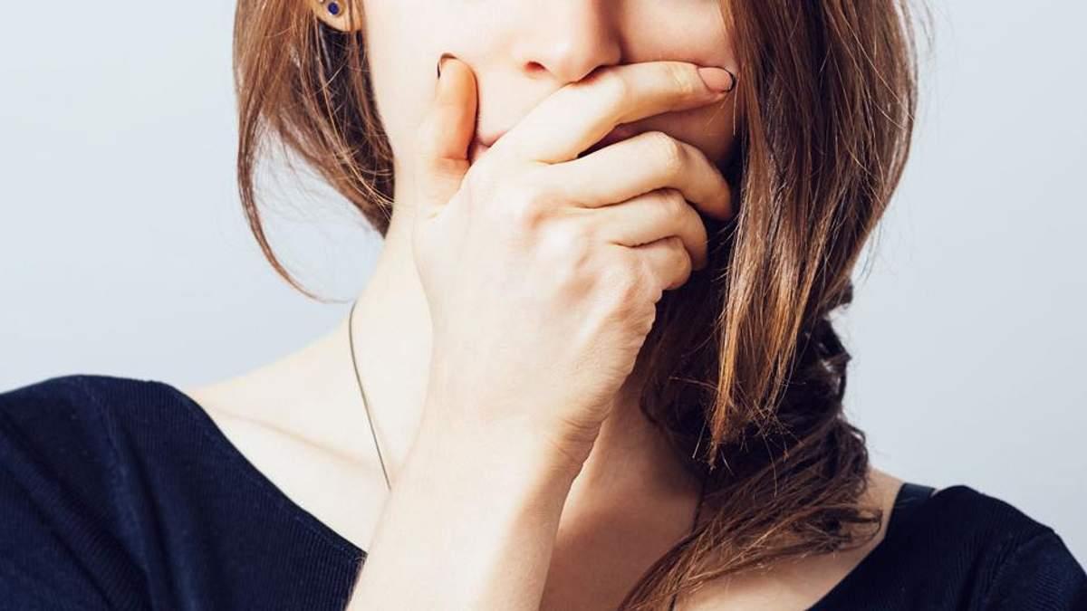 Почему возникает неприятный запах изо рта