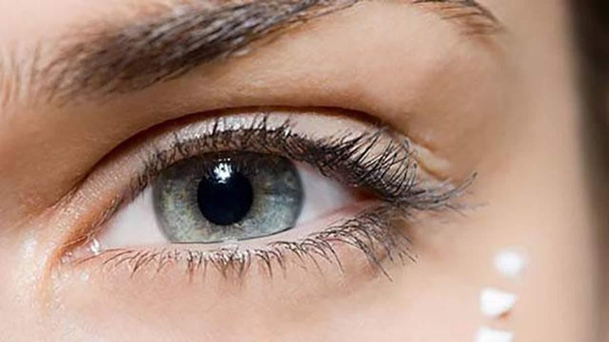 Які помилки в догляді за шкірою біля очей призводять до старіння