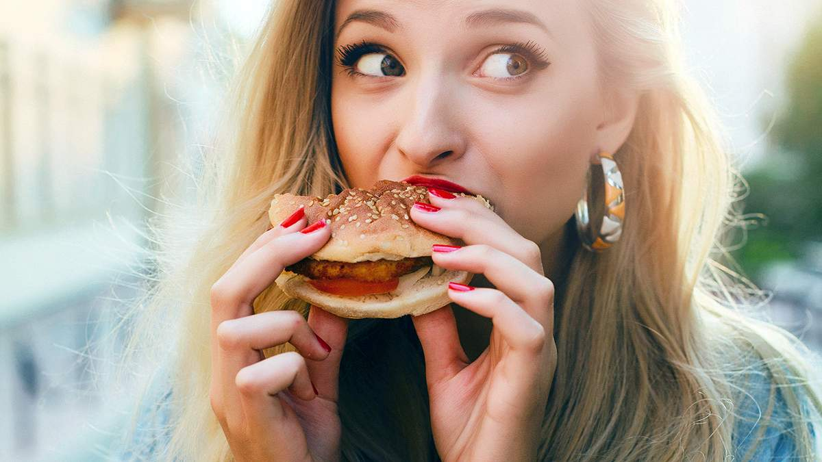 Назвали небезпеку звички погано жувати їжу