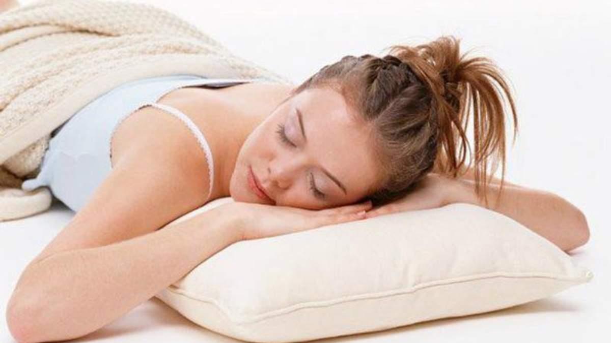 Назвали самую худшую позу для сна