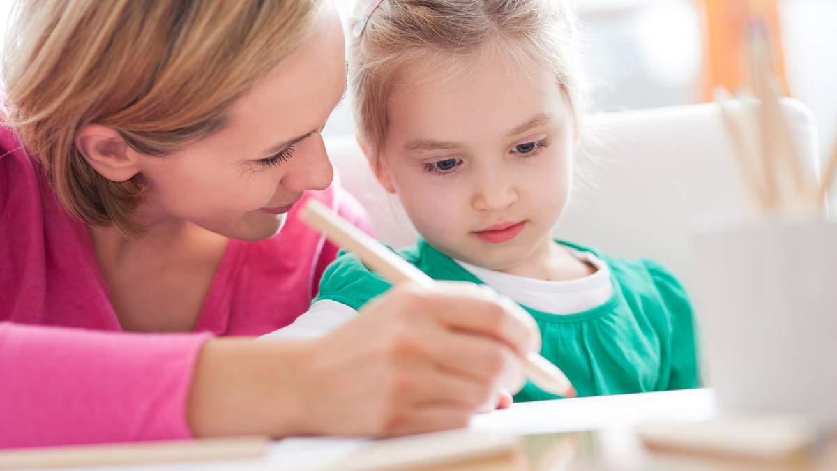 Чому не потрібно робити уроки з дитиною: пояснення психолога