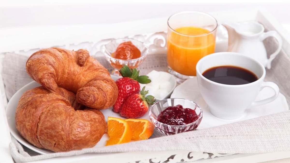 Почему не стоит есть круассаны, блины и другие сладости на завтрак