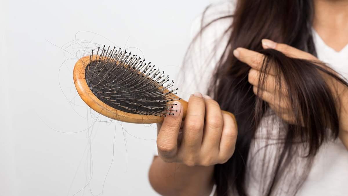 Як зупинити випадіння волосся восени: поради лікаря