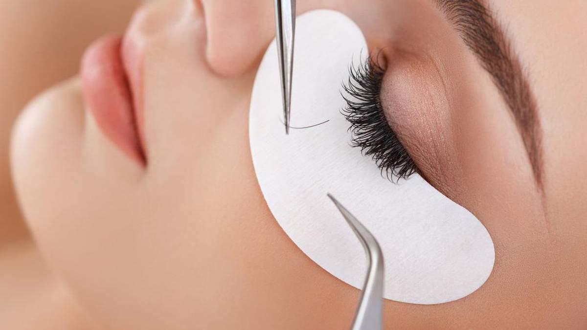 Чим небезпечне нарощування вій: пояснення окуліста