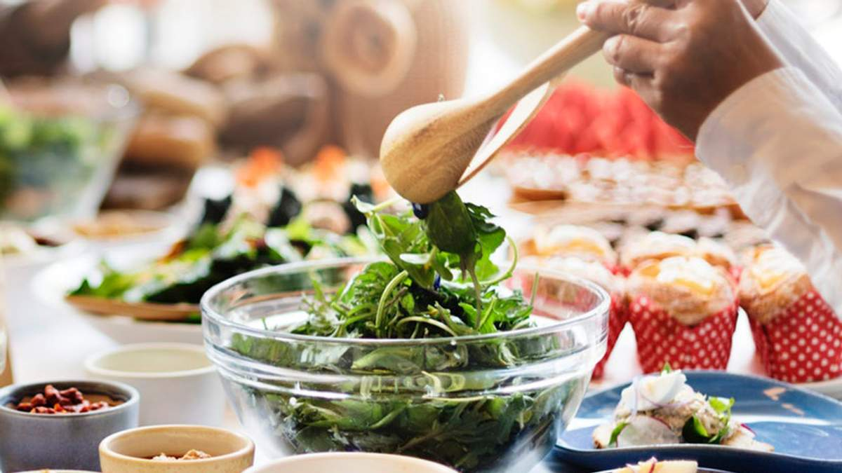Почему обед должен быть полноценным и что следует есть: комментарий диетолога