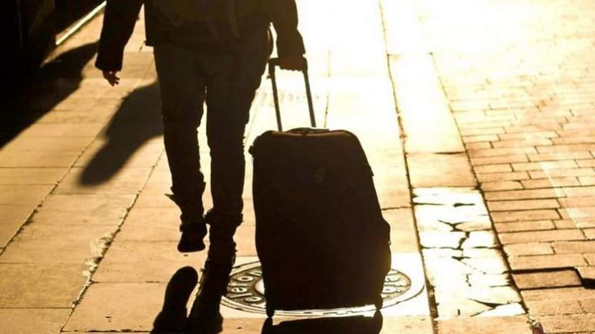 Трудова міграція зруйнувала десятки тисяч родин заробітчан, – психолог