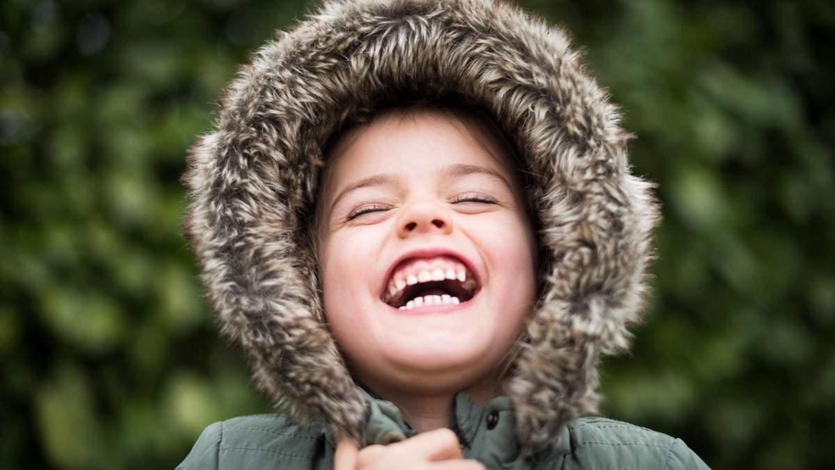 Як правильно одягати дитину восени: поради лікаря