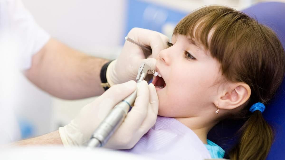 Когда детям нужно герметизировать зубы