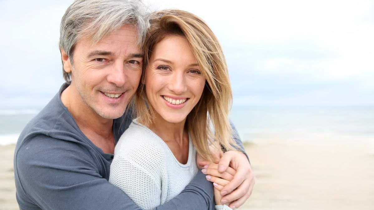 Чому жінки закохуються у старших за віком чоловіків