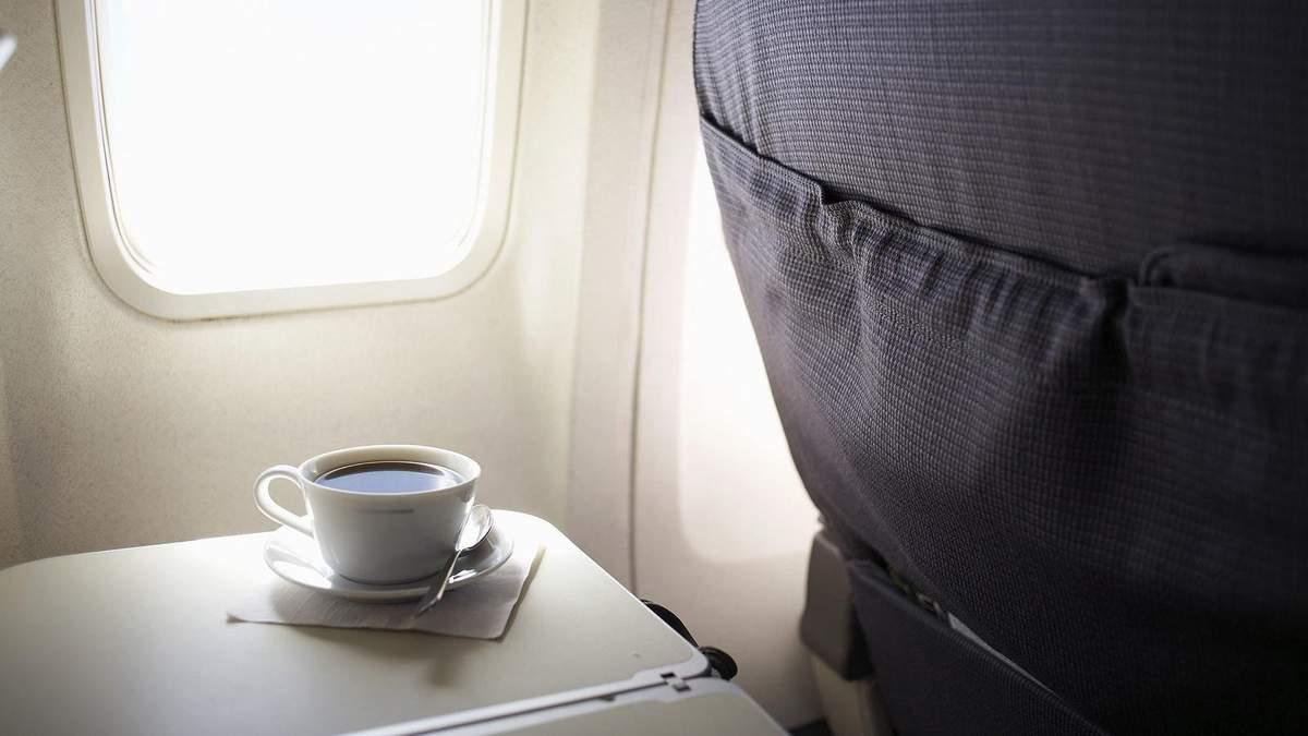 Від яких напоїв краще відмовитися на борту літака