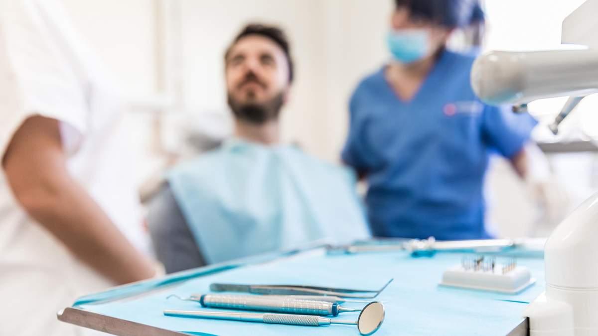 Чому випадають зуби